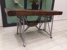 Table de salon pieds de machine à coudre, plateau chêne et fonte
